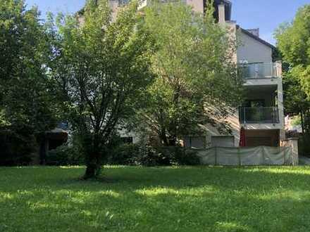 Stilvolle, 2,5-Zimmer-Hochparterre-Wohnung mit Balkon in Stuttgart