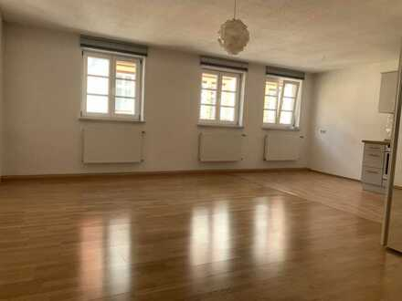 Exklusive, geräumige und gepflegte 2-Zimmer-Maisonette-Wohnung mit Einbauküche in Altstadt, München