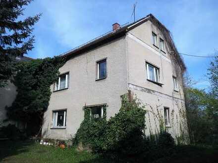 KÜSST- mich WACH!- ehemaliger Großbauernhof in Ortsmitte des nördlichen Plauener Ortsteil KAUSCHWITZ