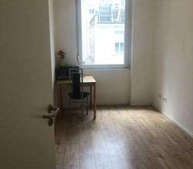 Zimmer in 2er-WG in zentraler Lage und mit WLAN-Zugang!!