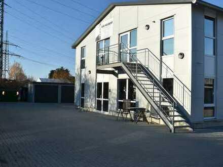Halle mit Büro und Außenfläche zu vermieten