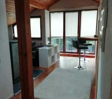 Kleines Loft mit Dachterrasse ideal für 2 Personen mit kleinen Möbeln