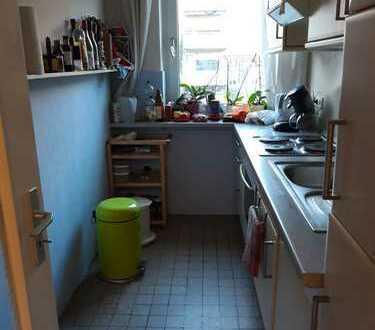 Besondere 2-Zimmer-Hochparterre-Wohnung mit EBK und Balkon in Hohenfelde, Hamburg