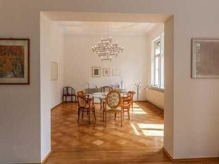 REUTER IMMOBILIEN Marienburg: Großzügige Vierzimmerwohnung mit Balkon u. Wintergarten in Altbauvilla