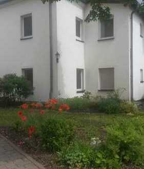 3-Raum-Wohnung mit Gartennutzung und Garage