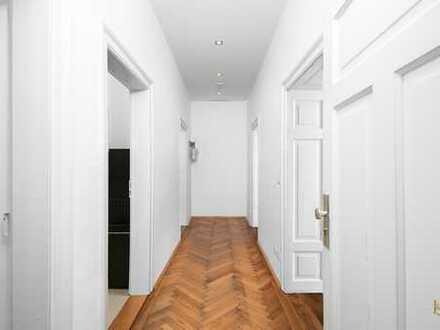 Neuhausen: Stilvolle, elegante und frisch renovierte Altbauwohnung in bester Lage