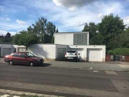 Frisch saniertes lichtdurchflutetes Haus mit 5 Zimmern in Frankfurt am Main, Niederursel