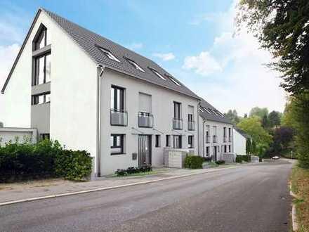Doppelhaushälfte mit komplett ausgebautem DG (inkl. Duschbad) und Dachterrasse. Ein Traum!