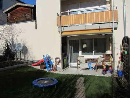 Gepflegte 3-Zimmer-Gartenwohnung mit Terrasse und 2 x Duplex, EBK in Gersthofen