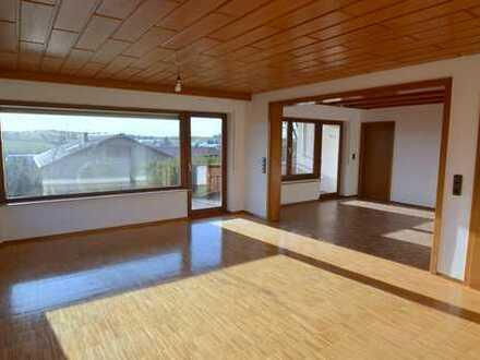 Erstbezug nach Renovierung - wunderbare 4-Zimmer EG-Wohnung mit tollen Terrassen und viel Grün