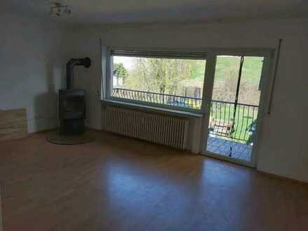 Ansprechende 2,5-Raum-Wohnung mit EBK und Balkon in Sommerkahl