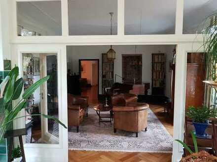 Gepflegte 5-Zimmer-Hochparterre-Wohnung mit Terrasse und Einbauküche in Hannover.