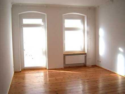 4 Zimmer Altbauwohnung mit Dielen, Balkon und viel Platz!