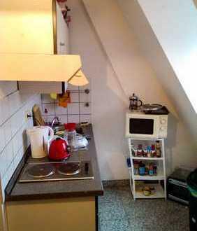 11qm Zimmer + 14qm Wohnzimmer in zentraler 2er WG !!