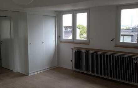 Erstbezug: Großes Zimmer mit eigenem Bad und separatem Ankleidezimmer in 3er WG in Kessenich