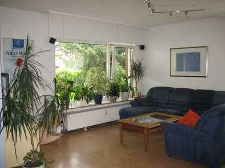 Modernes Wohnen in ruhiger Siedlung mit Terrasse und Garten