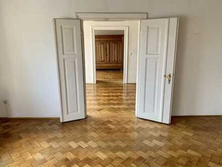 Erstbezug nach Sanierung: stylische 4-Zimmer-Wohnung mit 2 Balkonen