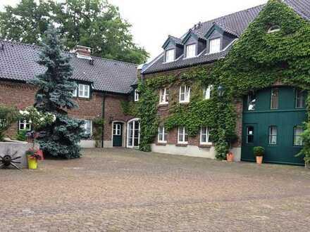 Porz-Urbach, 4 Zi.-Wohnung, in historischer sanierter Hofanlage