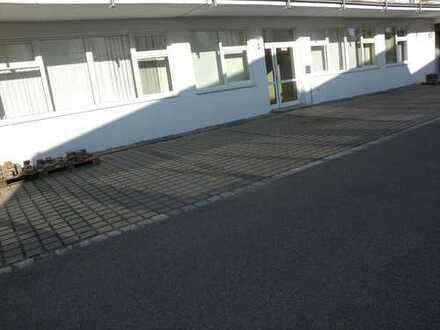 Lager- / Produktions- und Bürofläche in Memmingen, ausreichend kostenfreie Stellplätze