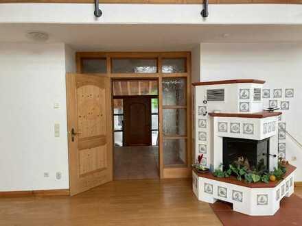 Lichtvolle fünf Zimmer Wohnung incl. Carport