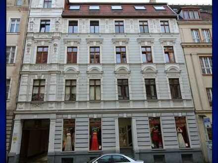 Familiengerechte 4 Raum Wohnung mit großem sonnigem Balkon in Südlage