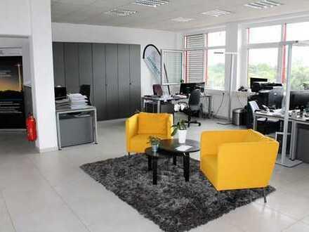 Modernes Büro mit Neckarblick
