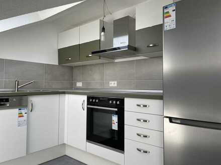 Vollständig renovierte DG-Wohnung mit zwei Zimmern und Einbauküche in Bietigheim-Bissingen