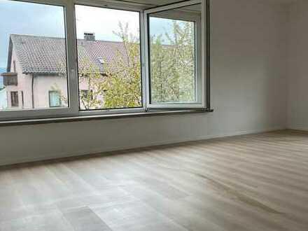 Erstbezug nach Sanierung mit Einbauküche und Balkon: ansprechende 3-Zimmer-Wohnung in Leonberg