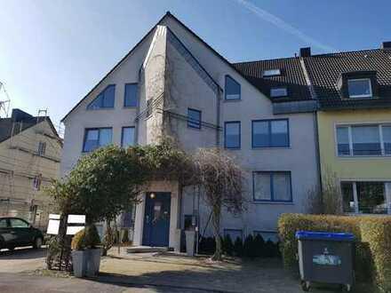 Starke Anlageimmobilien: Wohn-/ Geschäftshaus, Garagenhof mit 14 Garagen