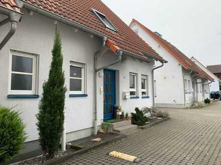 Komfortable Doppelhaushälfte, 5 1/2 ZKB / DU / WC, G.-WC, unterk., kl. Terrasse und Carport