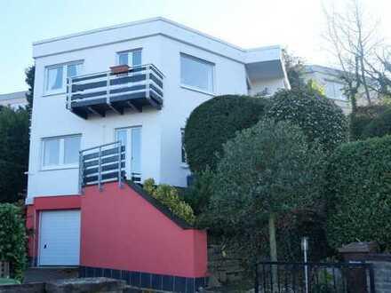 Geschmackvolles freistehendes Einfamilienhaus mit Panoramablick