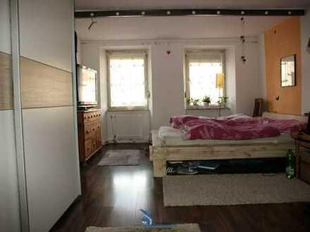 Teilsanierte 4-Zimmer Wohnung + Dachboden