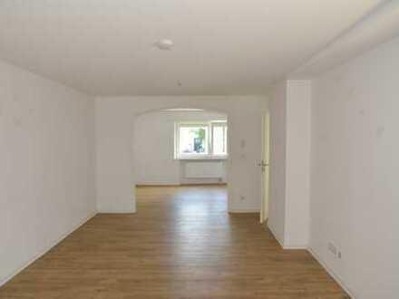 Gepflegte 5-Zimmerwohnung/2 Bäder mit Terrasse + Garage in Zentrumslage von Urberach