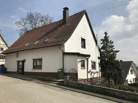 Großzügig geschnittene Dachgeschoss-Wohnung sucht neue Eigentümer!