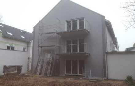 Direkte Waldnähe!!!: ERSTBEZUG: moderne 2-Zimmer-Whg. in Mühlheim mit Terrasse und Garten