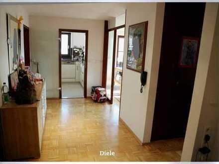 Charmante und helle Wohnung, 3 Zi., Balkon, TG, im Zentrum von Leutenbach