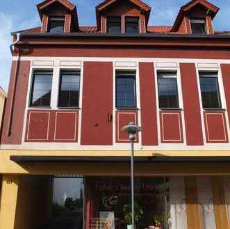 Haus im Haus: SANIERTE Altbau-Maisonettewohnung 185 qm, 7 Zimmer, Balkon, mit Stellplatz