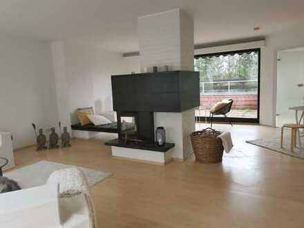 Erstbezug nach Sanierung mit Dachterrasse und Kamin: helle 5-Zimmer-DG-Wohnung in Düsseldorf