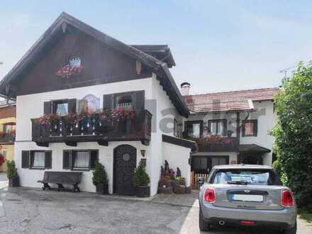 Gemütliches 2-Familien-Haus mit Garten und 2 Südbalkonen am Fuß der Alpen