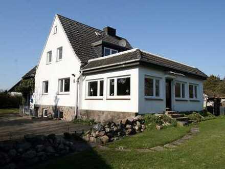 Nähe zur Ostsee: Einladendes 1- bis 2- Familienhaus in Scharbeutz