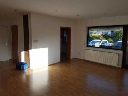 Gepflegte 3-Zimmer-EG-Wohnung mit Balkon und EBK in Hanhofen