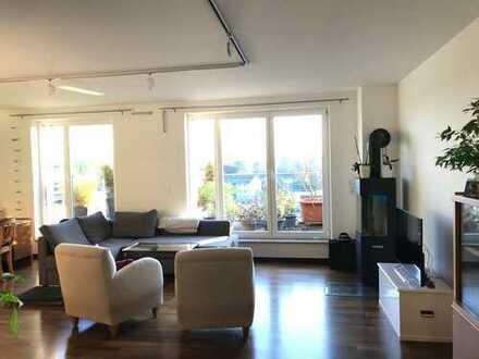 Moderne, helle Dachwohnung in gepflegtem Haus*Terrasse*Parkett*Kaminanschluss