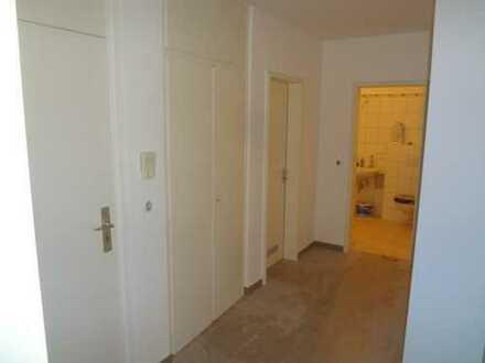 Vollständig renovierte 3-Zimmer-Wohnung mit Balkon in Ludwigshafen am Rhein, Mundenheim