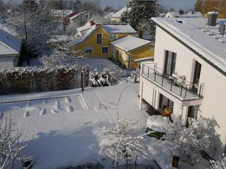 Helle DG-Wohnung in ruhiger Lage in Anliegerstraße von Gröbenzell