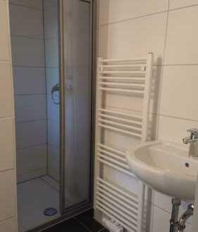 Schöne ,komplett sanierte Altbauwohnung, mit modernem Bad in guter Lage !