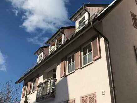 Top Lage, keine Frage! Schöne 3,5 Zimmer Dachgeschosswohnung