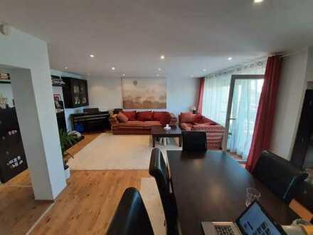 Zentrale, modernisierte 4,5-Zimmer-Penthouse-Wohnung mit sonniger Dachterasse und EBK in Nürnberg
