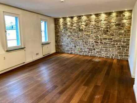 Arbeiten und Wohnen unter 1 Dach - Extravagante fünf Zimmer Wohnung in Langen/Kreis Offenbach