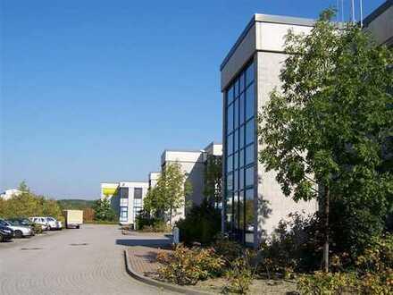 Halle mit integriertem Büro- und Sozialbereich mit hervorragender Anbindung
