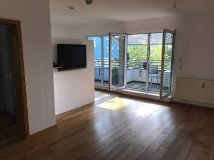 Herrliche Dachterrassen-Wohnung, zentral, ruhig, sehr gepflegt, mit Stellplatz, von Privat!